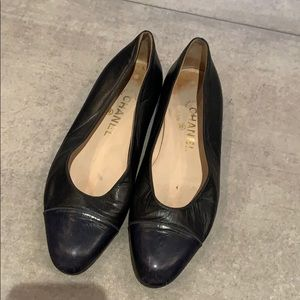 Chanel toe cap Navy and Black ballet Flats 38 8